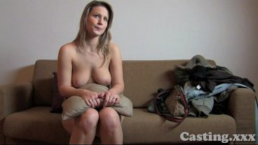 Fills her young pussy