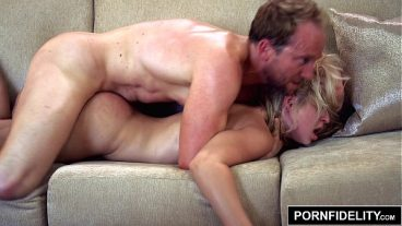 Woman Fucked In Bed And Emptied