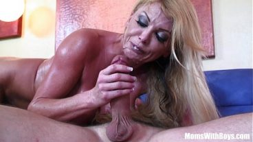 Lucie Wilde caresses her plump pussy