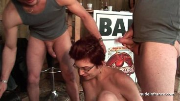 Men Tingle Red-Haired Glasses Woman